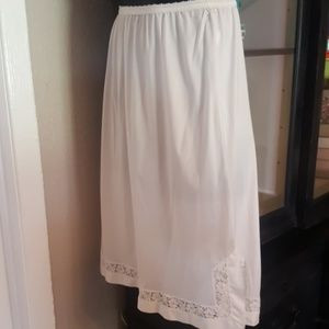 Vintage Antique White Henson Kickerric Half Slip